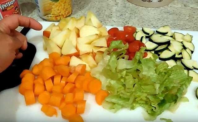 В рацион необходимо вводить овощи и фрукты